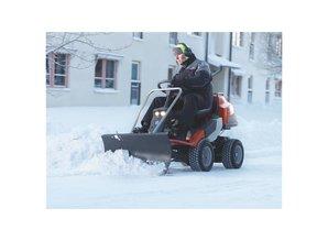 Husqvarna® Husqvarna Rider R 422Ts AWD