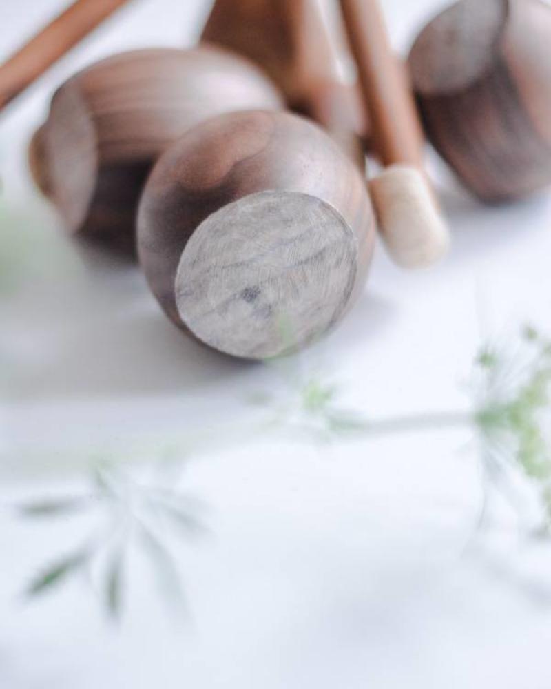 Haselnuss aus Nussbaumholz