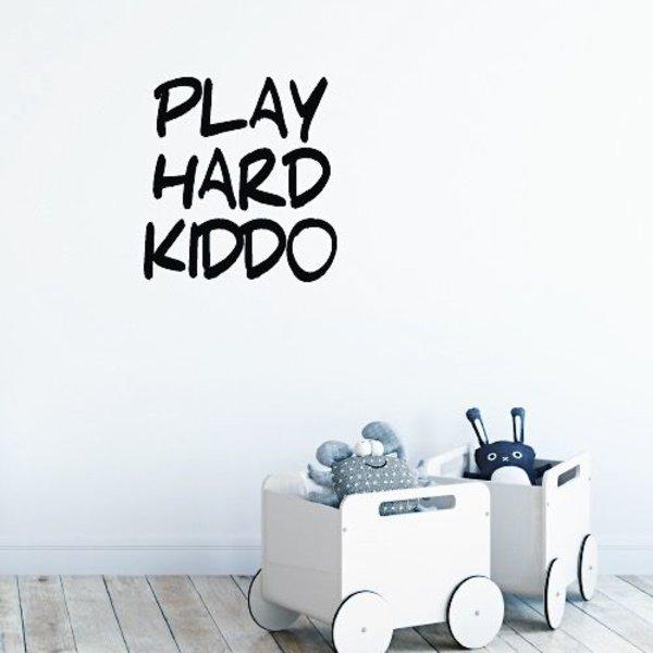 PLAY HARD KIDDO MUURSTICKER