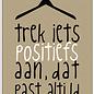 Creatief Art Spreukenbordje: Trek iets positiefs aan, dat past altijd! | Houten Tekstbord