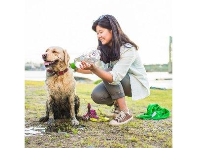 Reisdouche voor Honden - Kurgo Mud Dog - Past op standard PET flessen van 500ml tot 2 liter