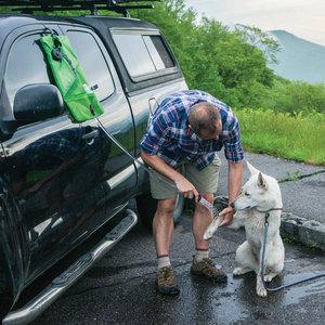 Kurgo Go Shower Bag - Draagbare douche voor honden