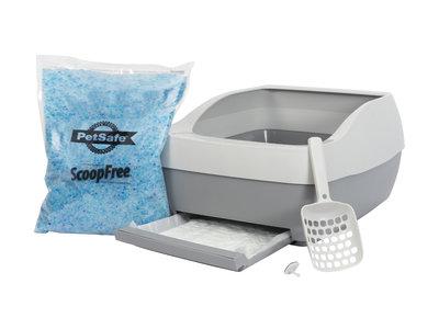 PetSafe® Deluxe silicaat kattenbakvullingssysteem inc.  één zak met PetSafe™ kristallen kattenbakvulling, een plaskussen en een schep met een ophanghaak