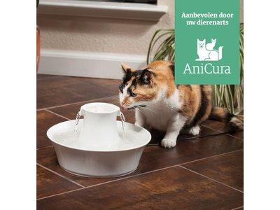 PetSafe Drinkwell® Ceramic Avalon Pet Fountain - Keramische drinkfontein voor katten en kleine honden - Met 2 vrijvallende waterstromen - Door het design van twee kanten bereikbaar - 2 liter