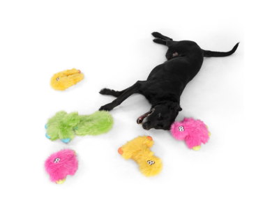 West Paw Rowdies™ Wilson - Duurzaam Pluche Hondenspeelgoed - Sterke Knuffel in Roze, Groen en Geel - Ideaal voor Trekspel