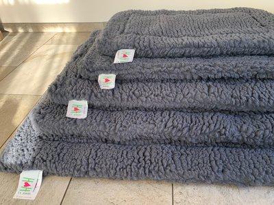 HuggleHounds - Wasbare Fleece Hondenmat van Lamswol voor benches of als los kussen - In Naturel of  Grijs - S/M/L/XL/XXL