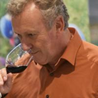 Zwarte wijn zonder fratsen, zo donker als chocolade