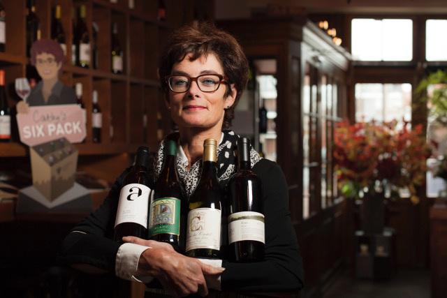 Cathy Moerdijk met wijflessen