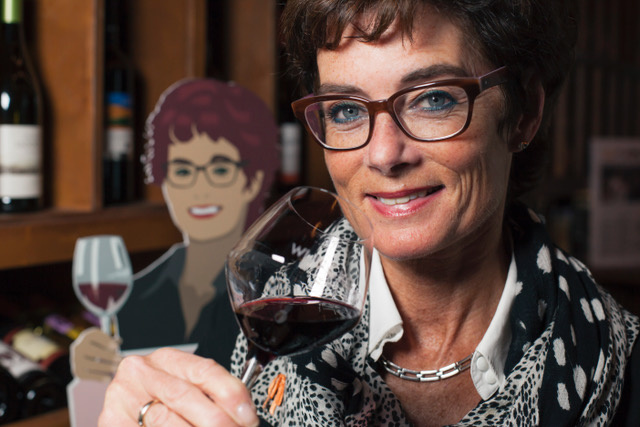 Cathy Moerdijk met wijnglas