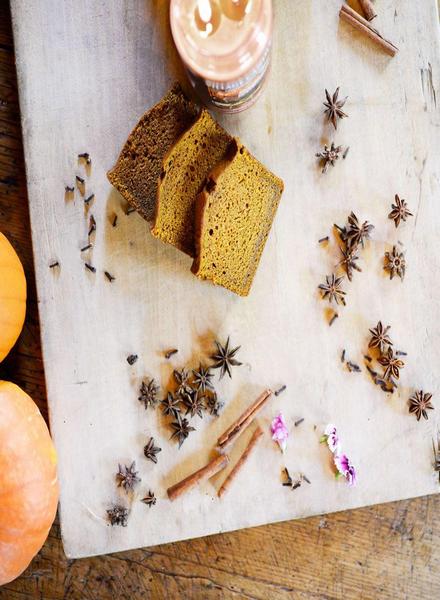 Village Candle Village Candle Pumpkin Bread Medium Jar