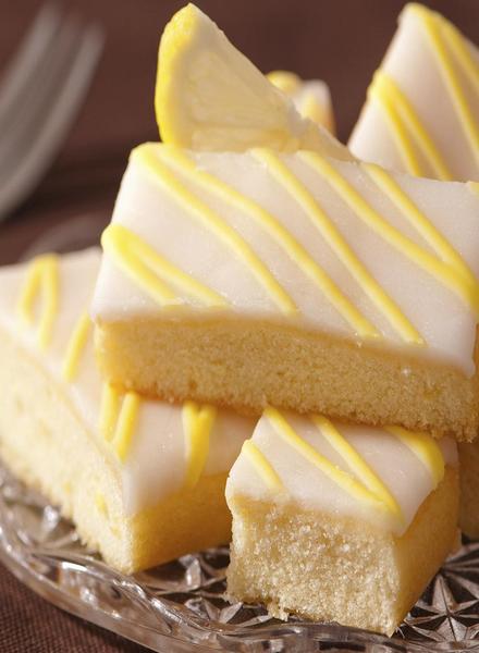 Village Candle Village Candle Lemon Pound Cake Wax Melt
