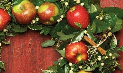 Red Apple Wreath