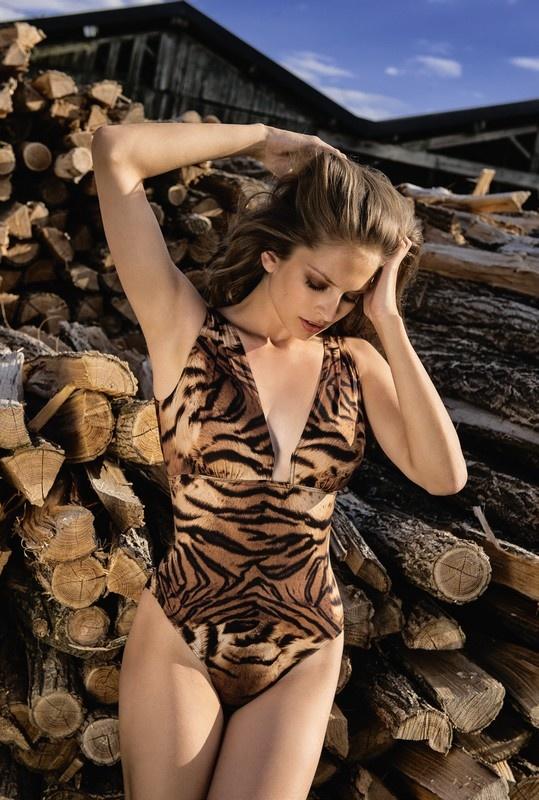 Nicole Olivier Nicole Olivier | Badpak TIKI Tigre