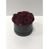 Flowerbox Schwarz Matt Mit 10 Roten Premium Rosen Und Steckschaum zum Selber stecken