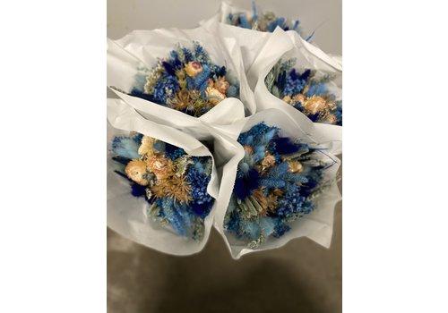 Strauß aus Trockenblumen in Blau