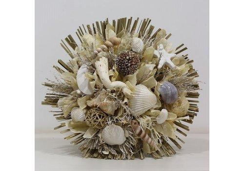 Großer Strauß aus Trockenblumen in Maritim gehalten