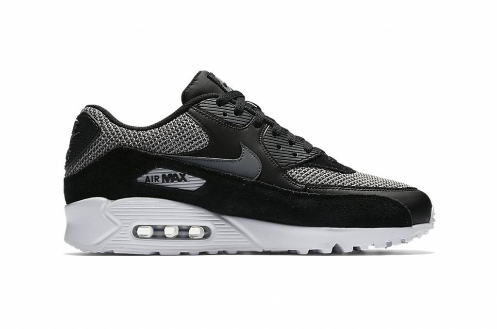 the best attitude ad65f 0e5e0 Nike Air Max 90 Essential - Sizes 10 and up
