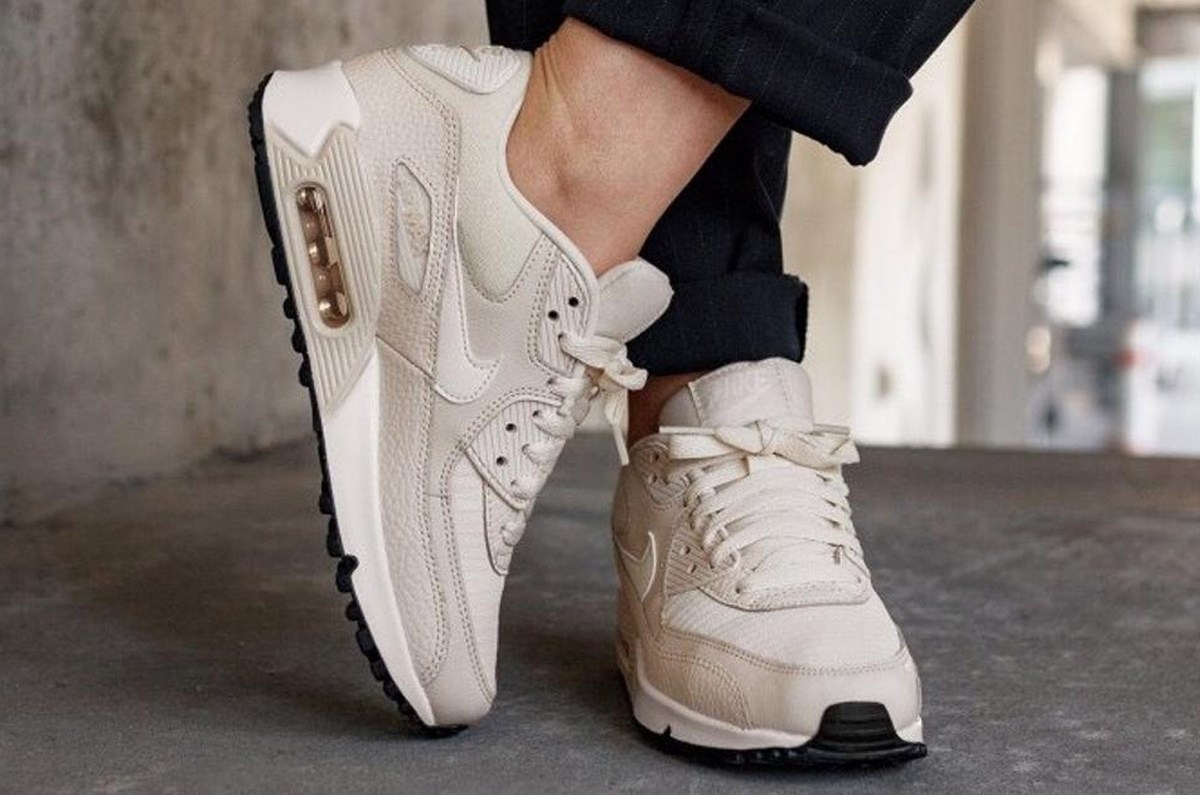 Nike Air Max 90 WMNS (Light Cream) 325213 213