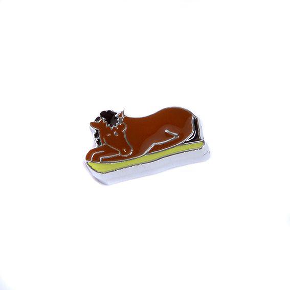 Bedeltje 5, een liggend paardje.