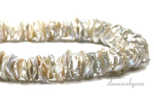 2 cm. Freshwater pearl chips approx. 15x12x2mm