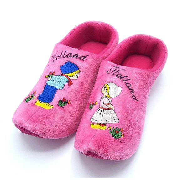Klomp pantoffels roze kussend paartje