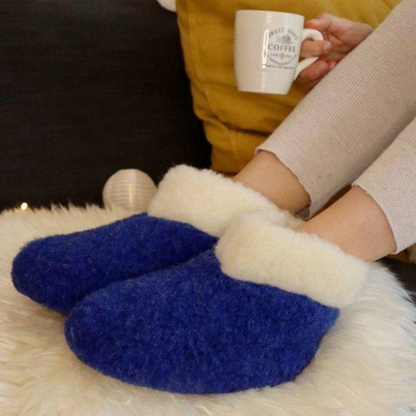 DINA Wollen sloffen hoog model donkerblauw/witte kraag