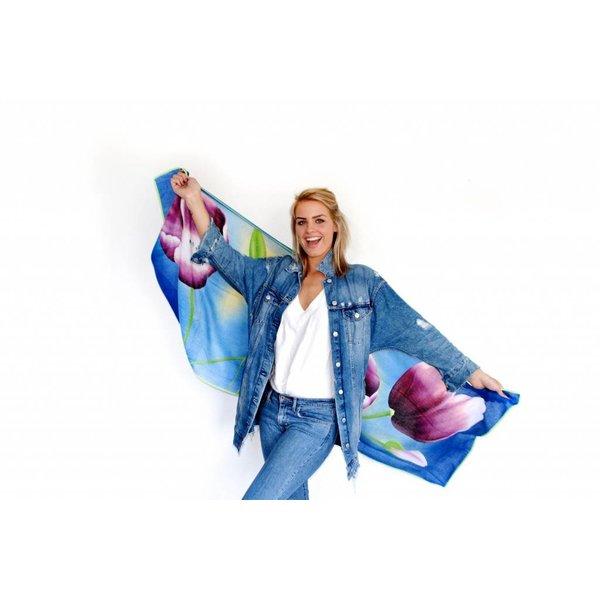 Tulpensjaal blauw met paarse tulpen
