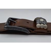 Stoere 4,5cm riem met verschillende studs en een zwarte nikkelvrije rolgesp