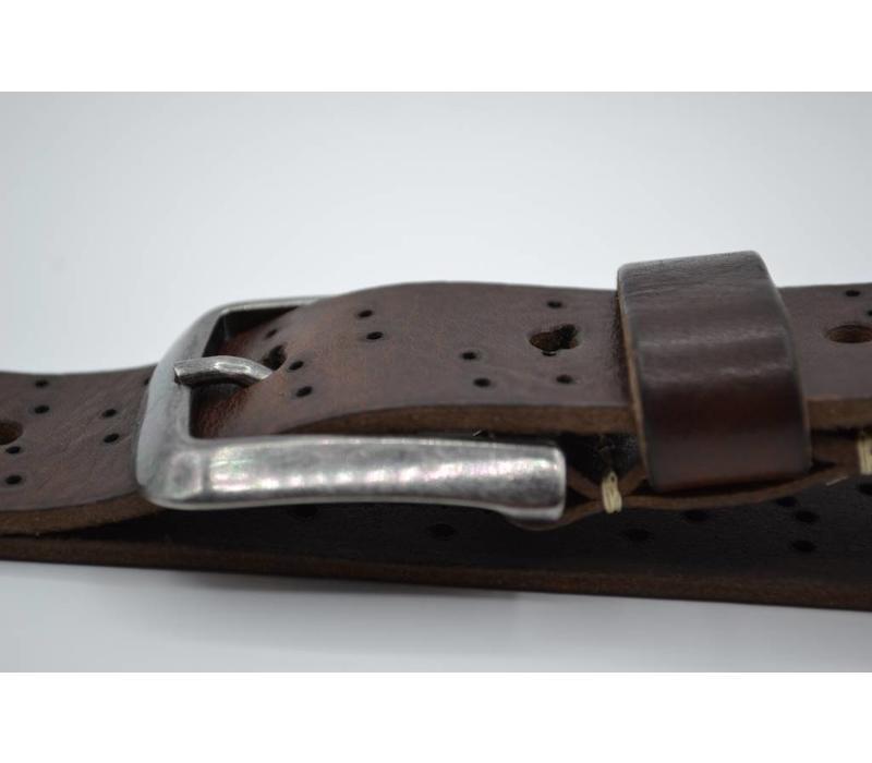 De stoerste  vintage echt lederen kinderriem met een gunmetal gesp en gelaserde brandgaatjes