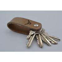 Deze echt lederen sleutelhanger met strak design heeft ruimte voor 7 sleutels.