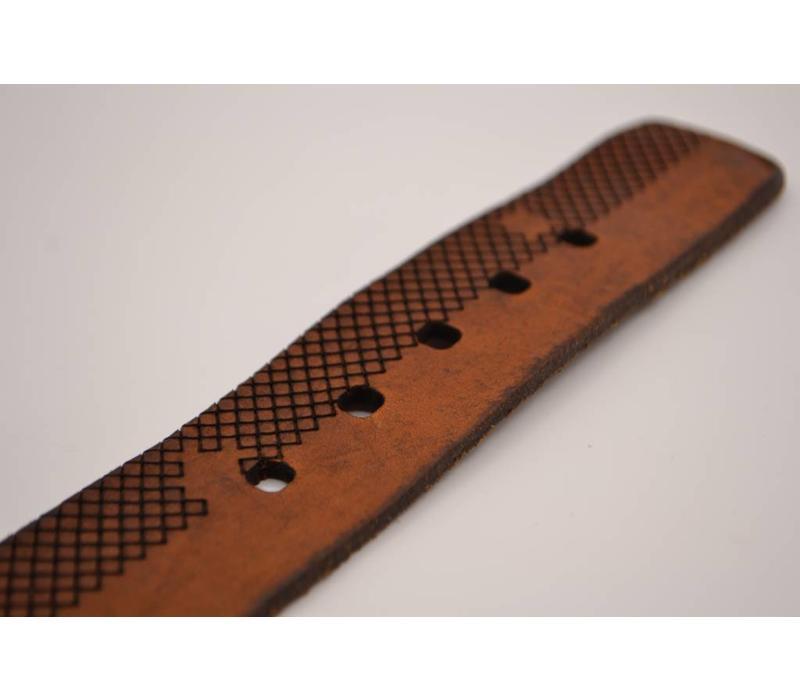 Volnerf 4cm brede cognac riem met gelaserd ruit design