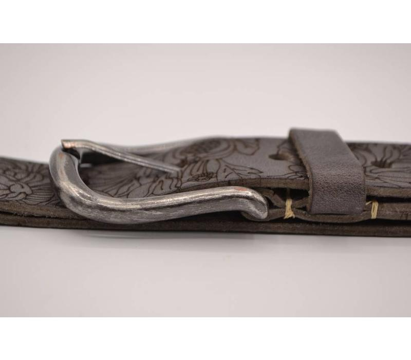 40mm brede riem van italiaans leder. gelaserd met bloemprint
