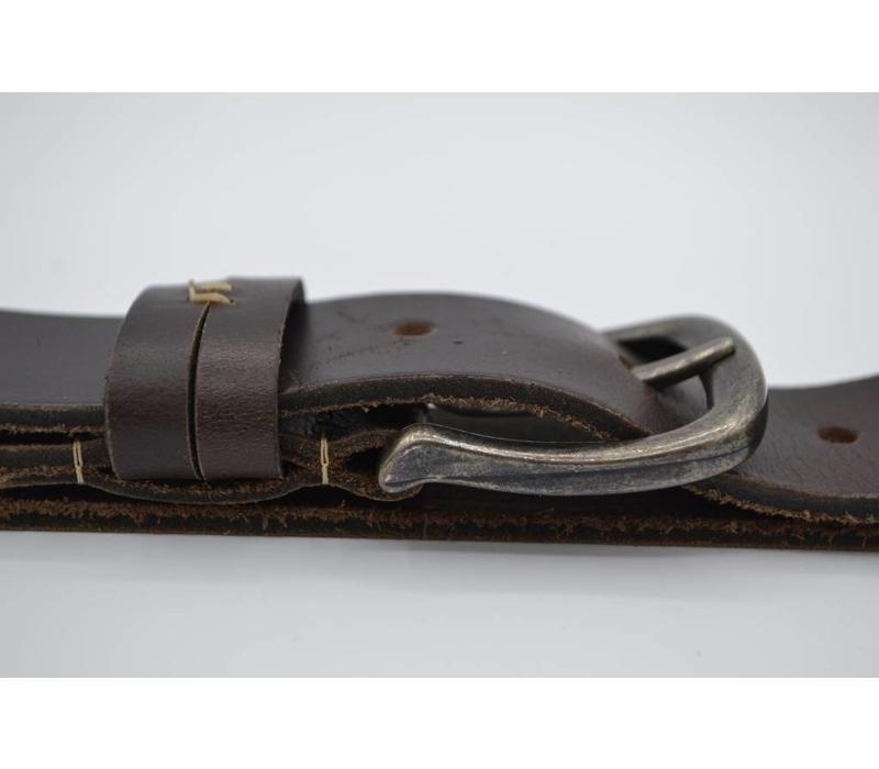 Bruine riem van topkwaliteit met dubbele speelse lus.