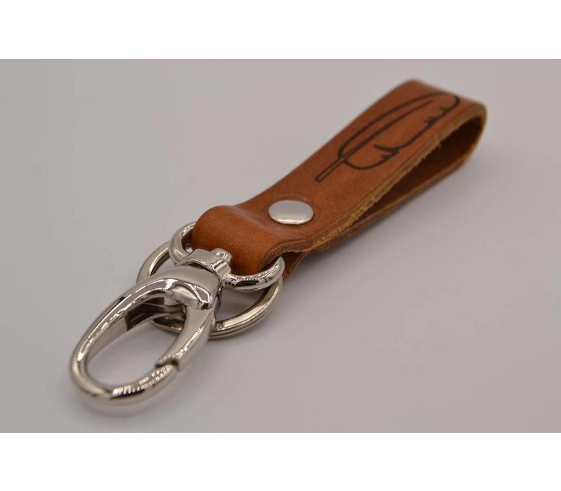 Deze bruine sleutelhanger is te personaliseren met 30 karakters of een logo.