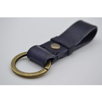 Deze blauwe vintage sleutelhanger is te personaliseren met 30 karakters of een logo.