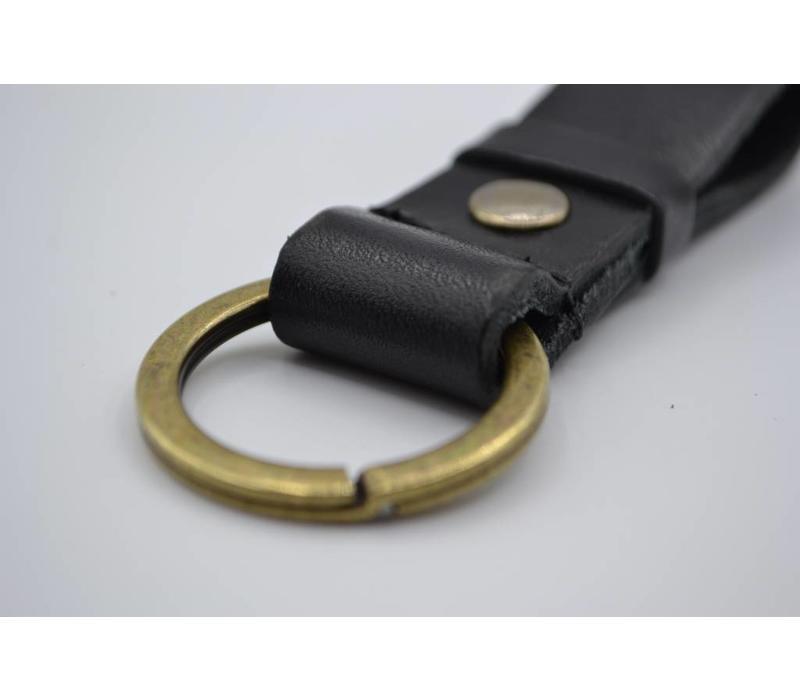 Deze zwarte vintage sleutelhanger is te personaliseren met 30 karakters of een logo.  - Copy