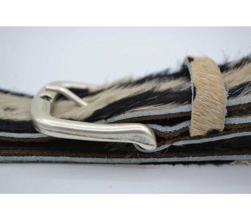 Leuke 3cm brede riem van koehuid met een zebraprint en rustige gesp
