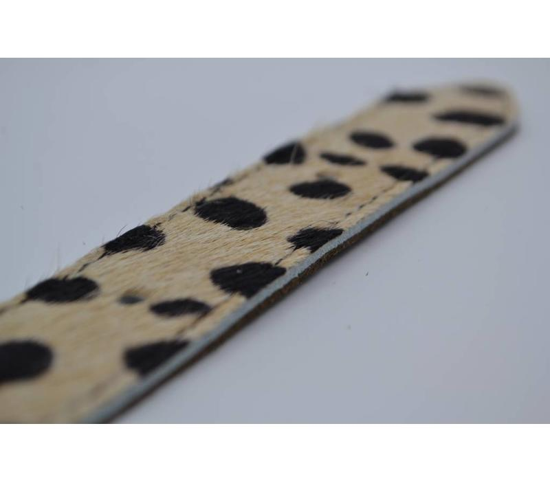 Leuke 3cm brede riem van koehuid met een panterprint en rustige gesp