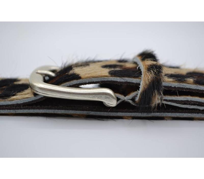 Leuke 3cm brede riem van koehuid met een luipaardprint en rustige gesp