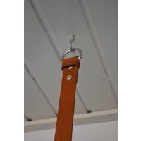Kapstok gemaakt van 3cm brede banden en rondhout van 25mm dik