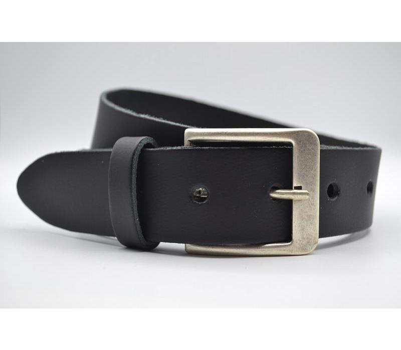 Deze 4cm brede zwarte riem wordt speciaal voor u op maat gemaakt.