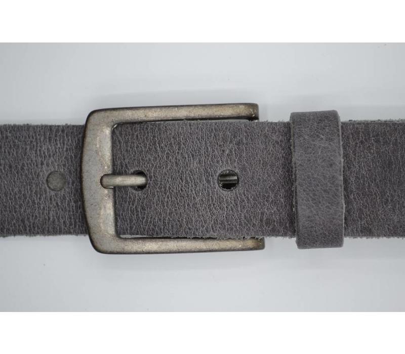 Deze 4cm brede grijze riem wordt speciaal voor u op maat gemaakt.