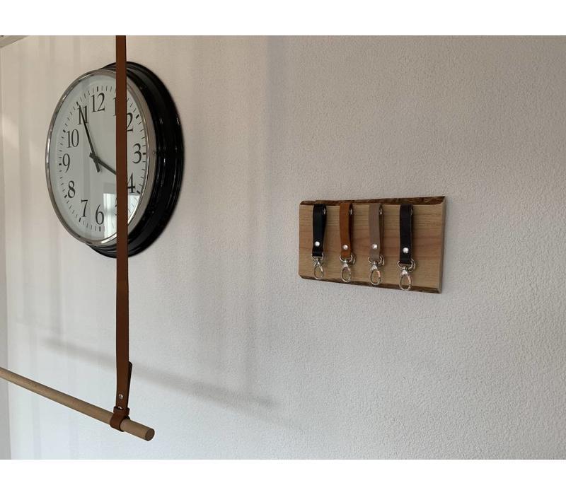 Superleuk sleutelplankje van douglas hout met 4 echt lederen sleutelhangers