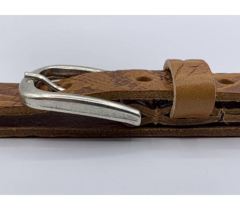 Cognac 2cm brede krokodillen print damesriem gemaakt van Italiaans nerf leer.