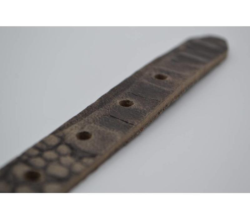 Grijze 2cm brede krokodillen print damesriem gemaakt van Italiaans nerf leer.