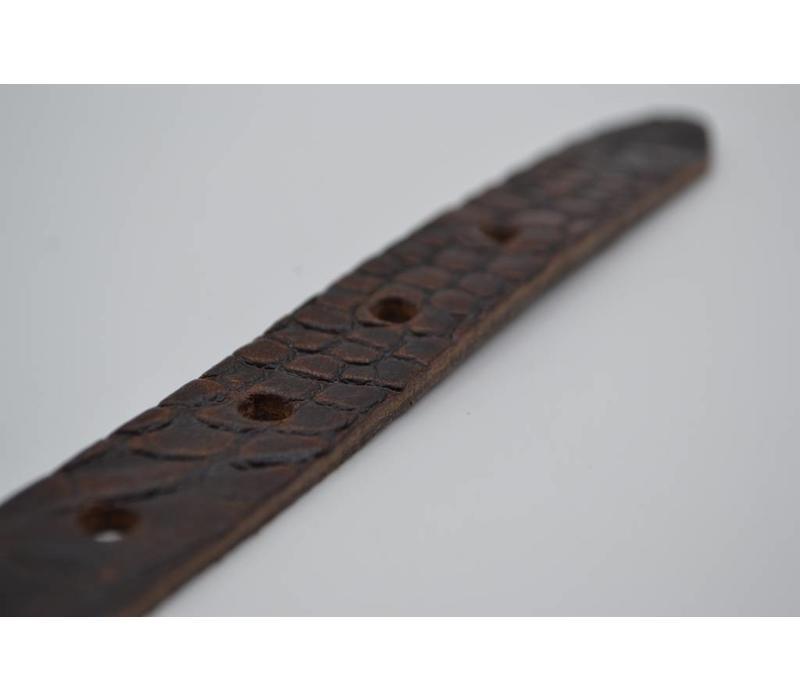 Bruine 2cm brede krokodillen print damesriem gemaakt van Italiaans nerf leer.