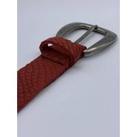 Moderne 3cm brede damesriem gemaakt van splitleer met slangenprint en gunmetal gesp