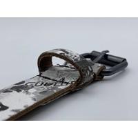 3cm brede leuke kinderriem met zwart witte print en zwarte nikkelvrije rolgesp.