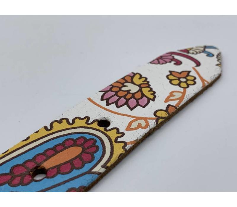 3cm brede vrolijke kinderriem met print en zwarte nikkelvrije rol gesp.