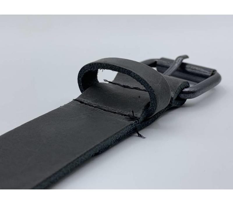 3cm brede antraciet echt lederen kinderriem. Stoere basisriem met zwarte rol gesp en natuurlijk geheel nikkelvrij.